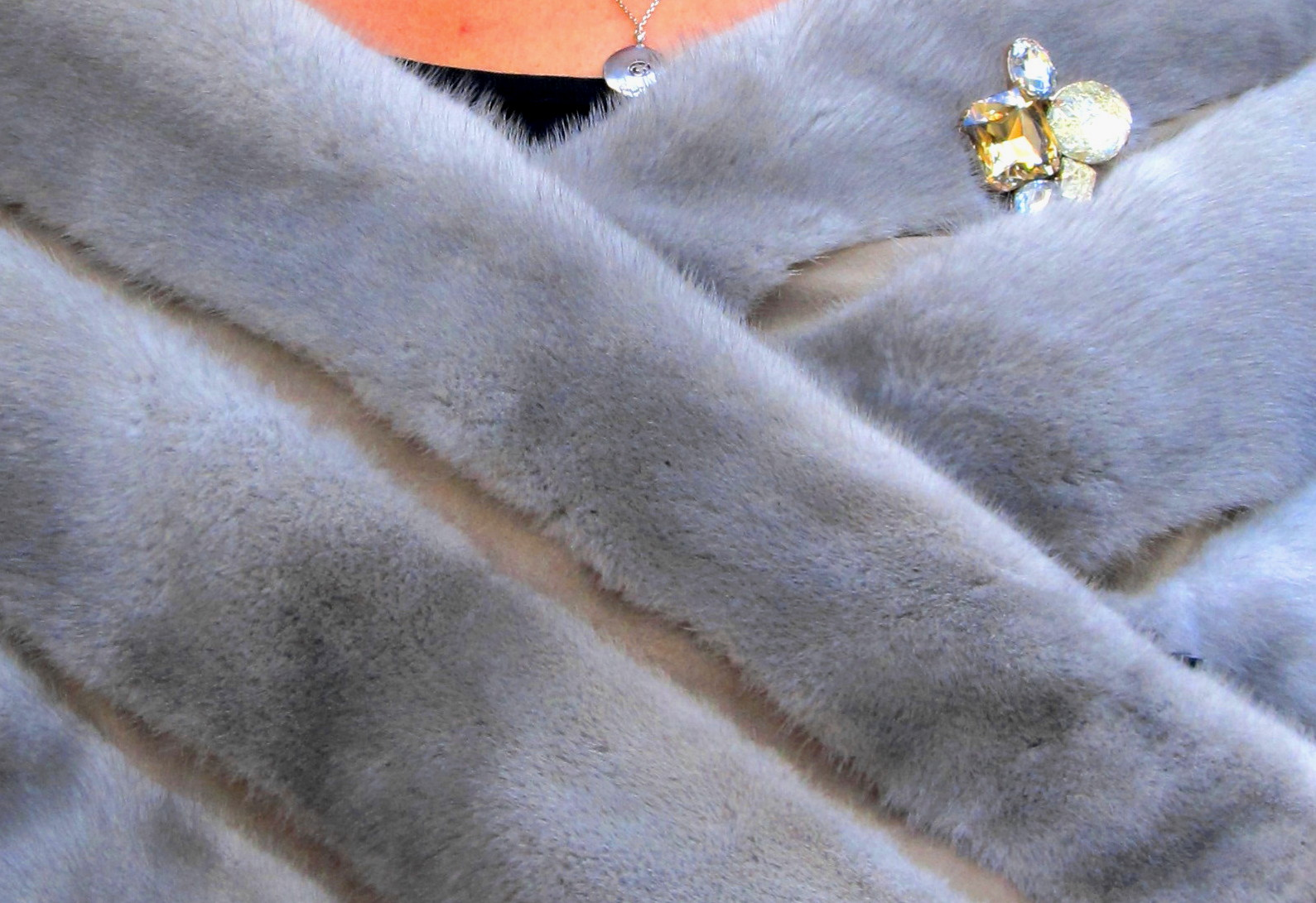 New Natural Sapphire Mink Stole ( size: 4 - 10)
