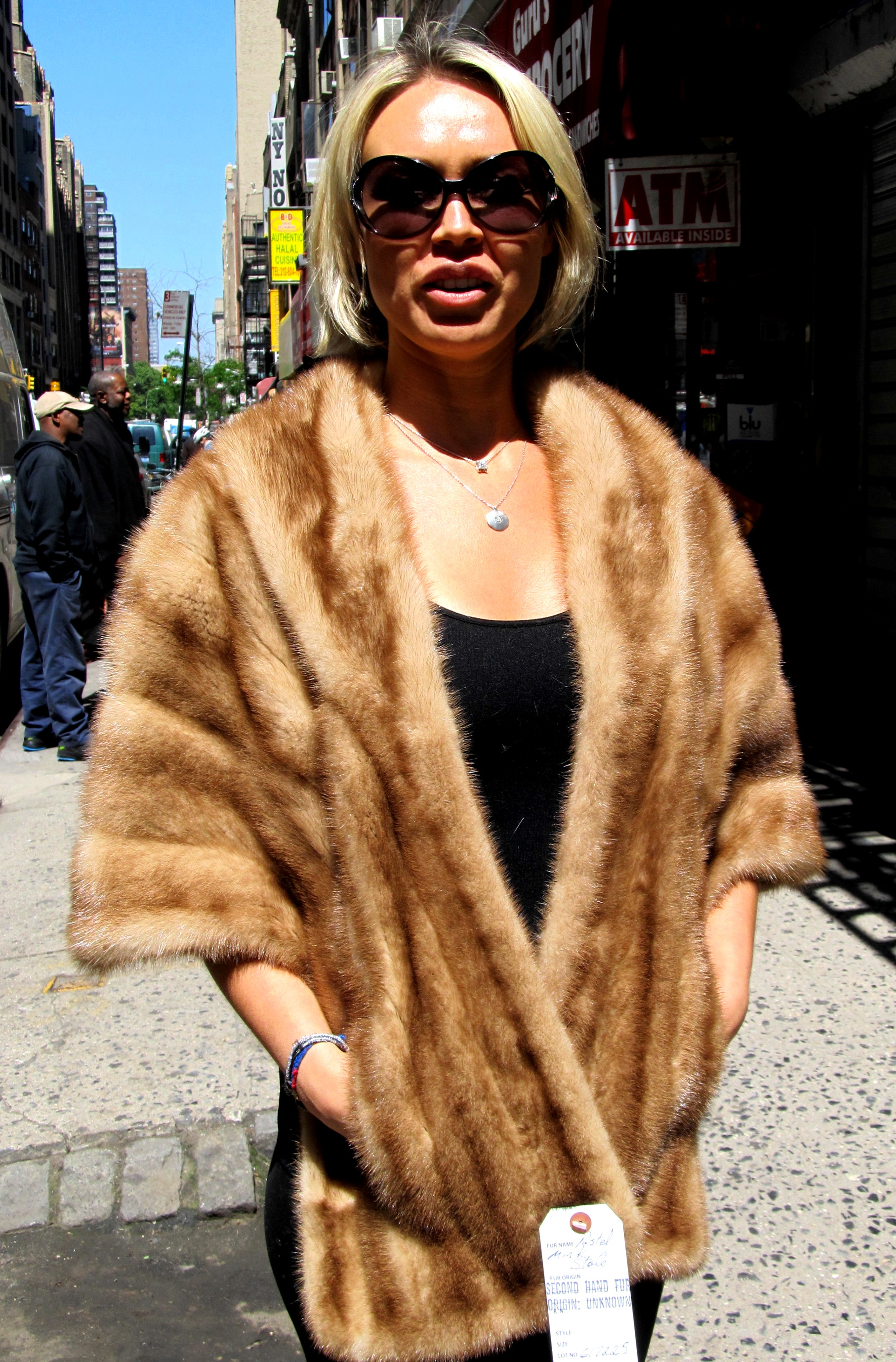 White Fur Stole >> Pre-Owned Blackglama Natural Ranch Mink Directional Coat ...