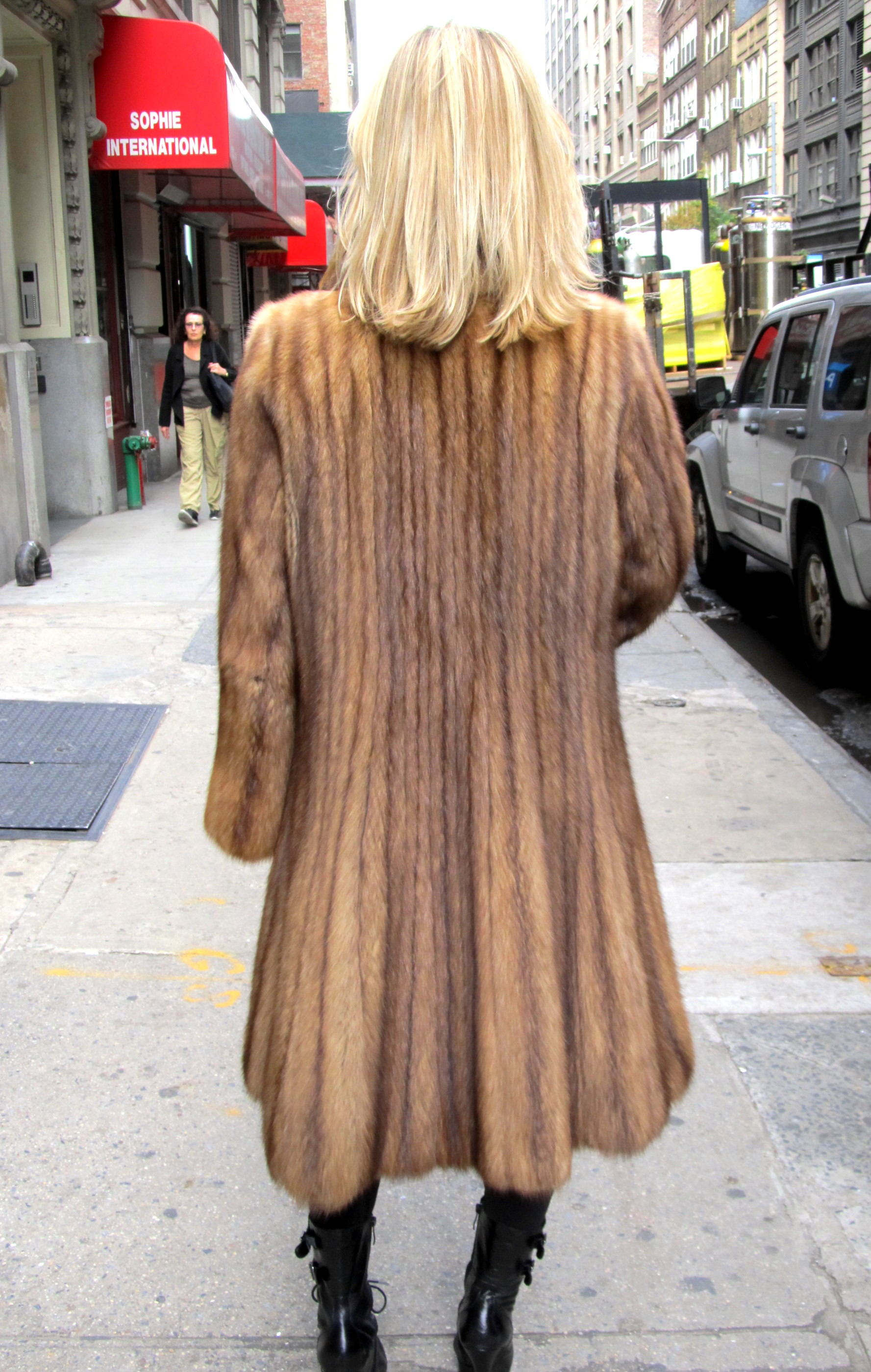 ** JUST REDUCED **   J. Mendel Pre-Owned Golden Russian Sable 7/8 Coat ( size: 8 - 10)