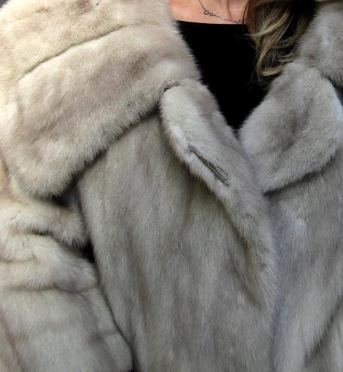 Vintage Natural Pearl Mink 3/4 Coat ( size: 6 - 8)