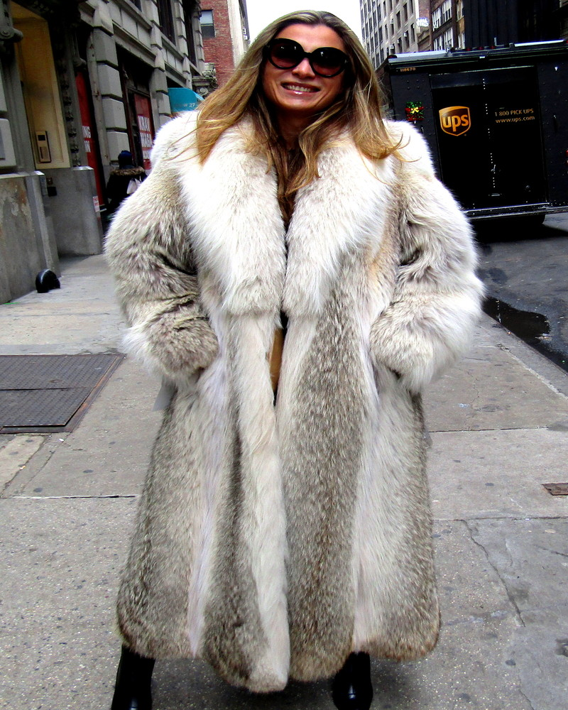new natural coyote coat  size  10 - 12
