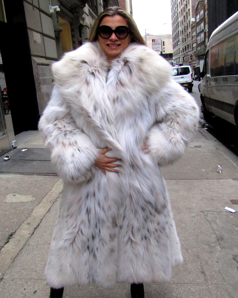 aea140bbe9120 Galanos Desgined for Neiman Marcus Russian Lynx Belly Pre-Owned Coat (size   10 – 12). Pre-Owned Black Dyed Mink ...